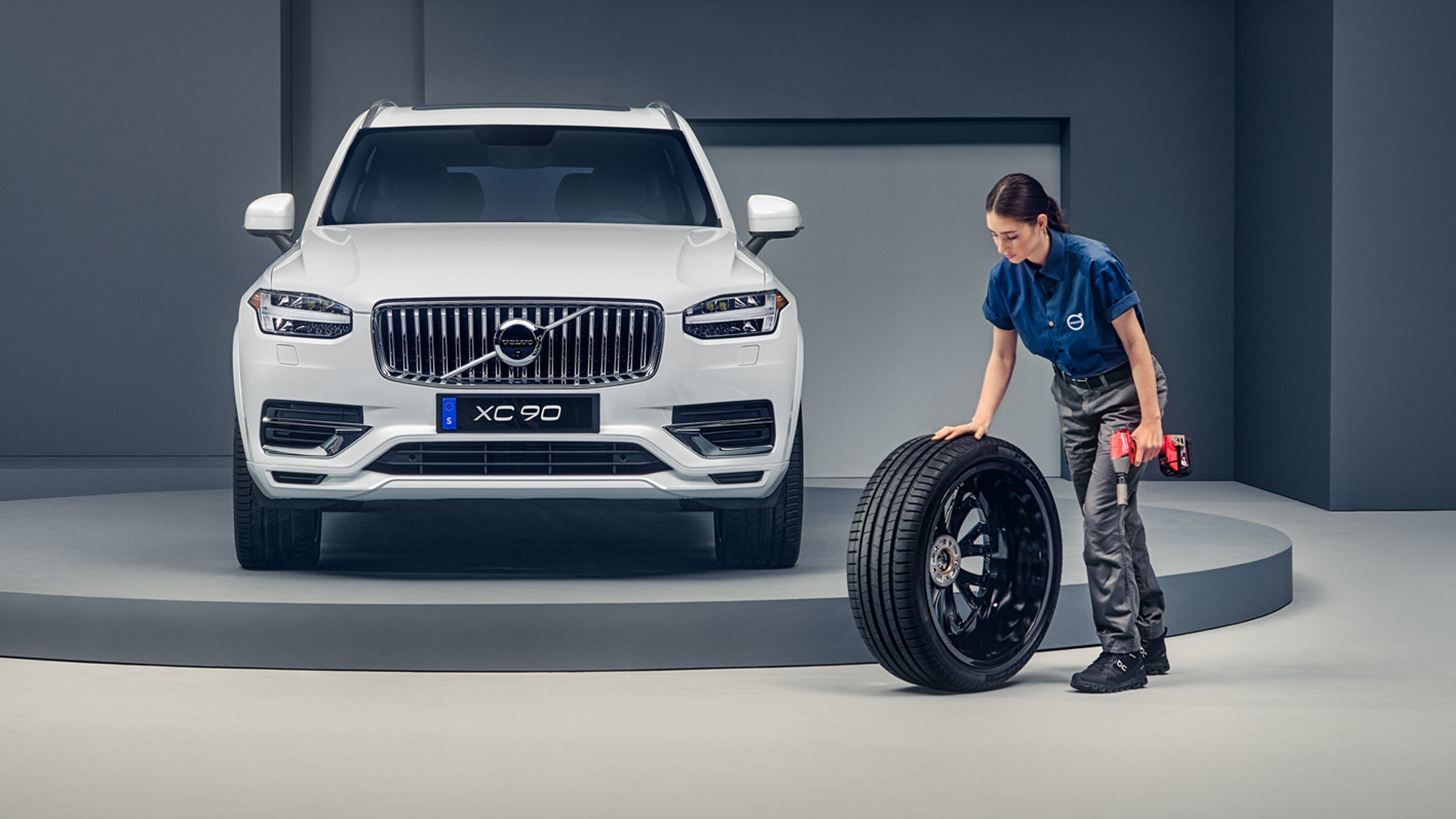 Woman with a tire of a Volvo